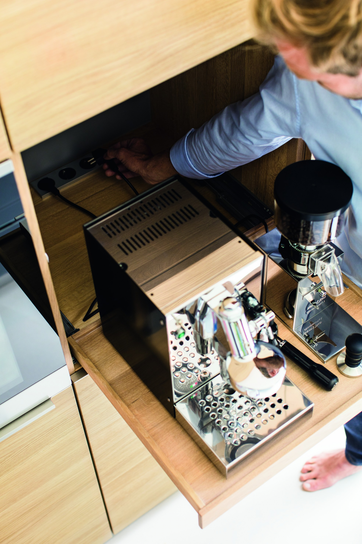 moderne Küchentechnik Kaffemaschine
